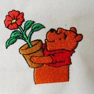 pooh met bloem