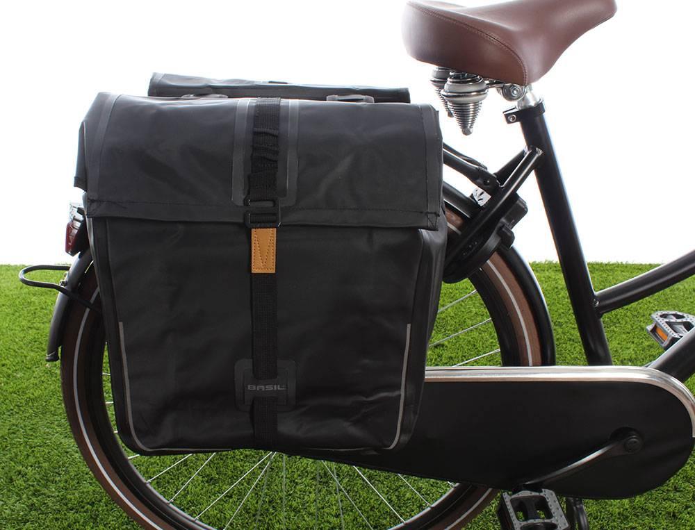 0515448ef6c Basil Dubbele fietstas Urban Dry Double bag 50L Solid black ...