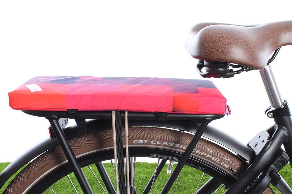 Kussen Fiets Achterop : Fietskussentje hooodie blocks vrolijk en zacht kussentje fietstas