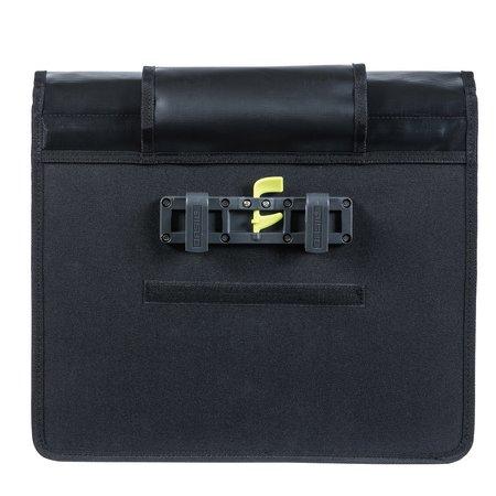 Basil Urban Load Messenger Bag 15-17L Zwart