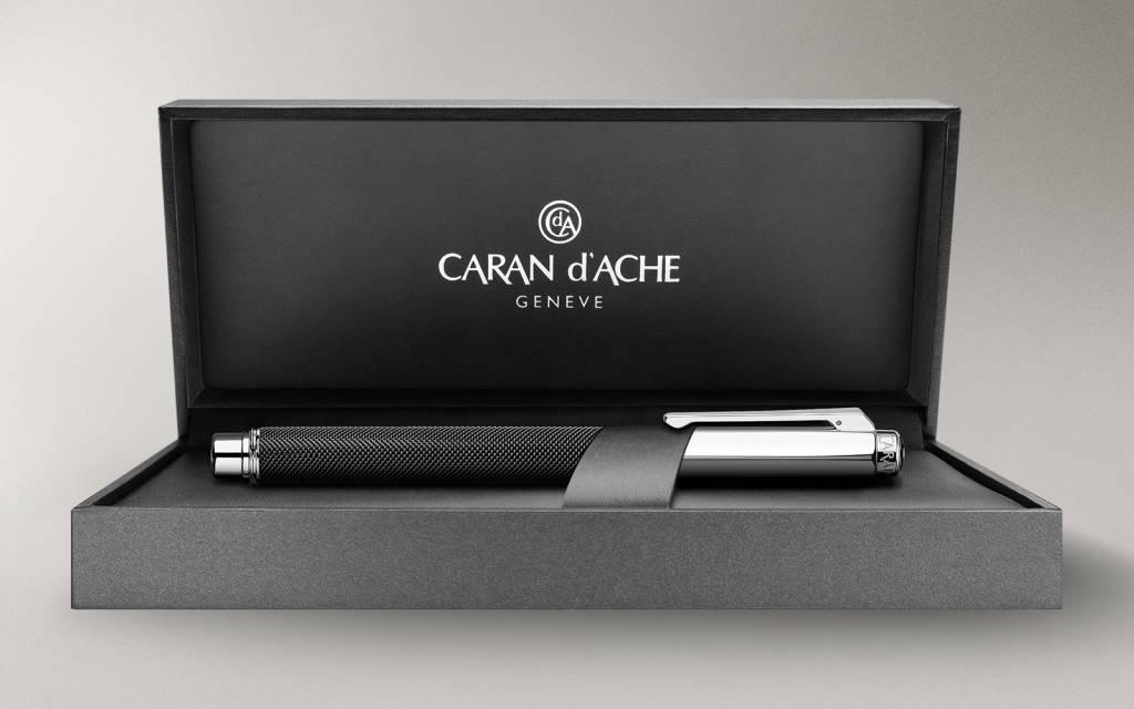 Caran d'Ache Varius Ivanhoé Füllfederhalter, schwarz, M