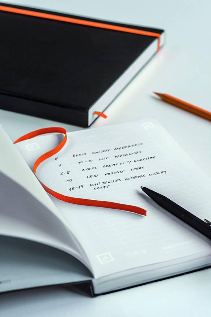 Leuchtturm Albenverlag LT NB MASTER Slim WHITELINES Schwarz-orange liniert HC