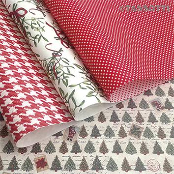 Weihnachtiches Geschenkpapier und Tragetaschen