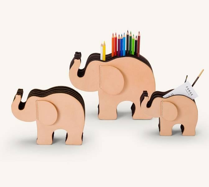 Graf von Faber-Castell Graf von Faber Castell Elefant Small Naturleder mit 12 Polychromos im Etui