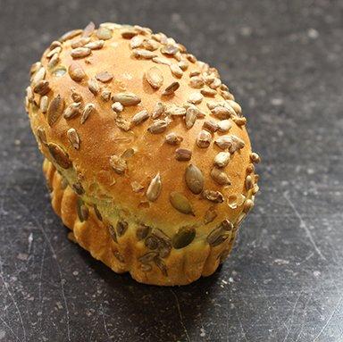 Verwenbroodje pom pom 130 gram 90% gebakken