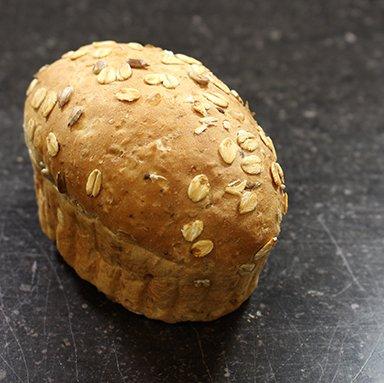 Verwenbroodje licht meergranen 130 gram 90% gebakken