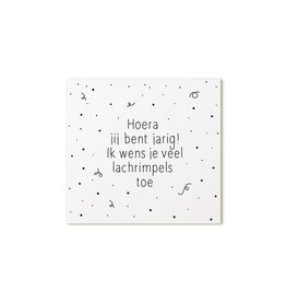 Zoedt Cadeaukaartje vierkant met tekst Hoera jij bent jarig! Ik wens je veel lachrimpels toe