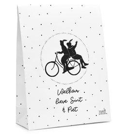 Zoedt Sinterklaas cadeauzakje wit met zwart patroon tekst 'Welkom lieve Sint en piet'