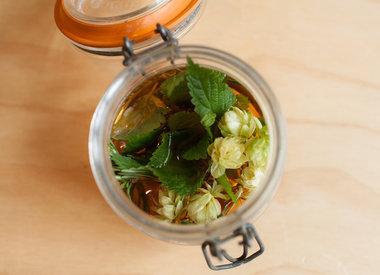 http://www.werfzeep.blog/recepten-nl/haarspoeling-maken-met-appelciderazijn/