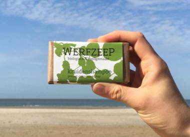http://www.werfzeep.blog/haarzeep/zeep-van-de-maand-kruidenshampoo/