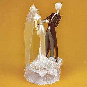 Hochzeitspaar mit Blumendekoration
