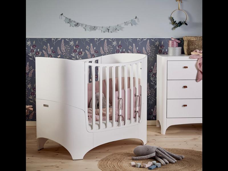 Leander Babybett mit Junior-kit in weiss