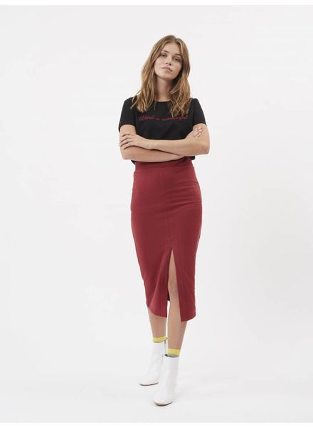 Moves by minimum Red Pencil Skirt With Front Split