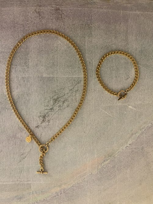 Ellen Beekmans  SHORT NECKLACE WITH HAMMERED COIN