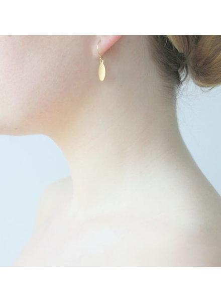 Ellen Beekmans  SHORT GOLDEN EARRINGS WITH OVAL PENDANT