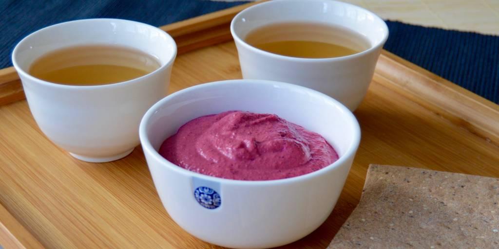 Rode bieten humus met Lapsang Souchong