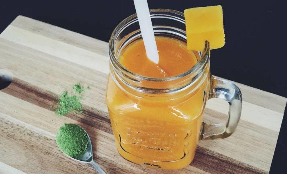 Tropische smoothie met matcha