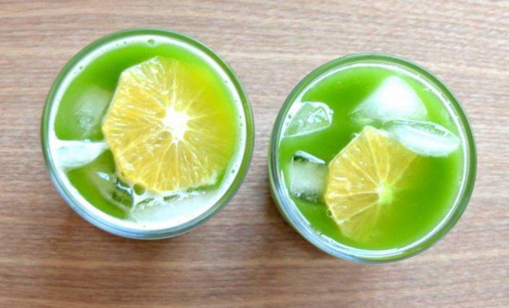 Matcha ice tea met sinaasappelsap