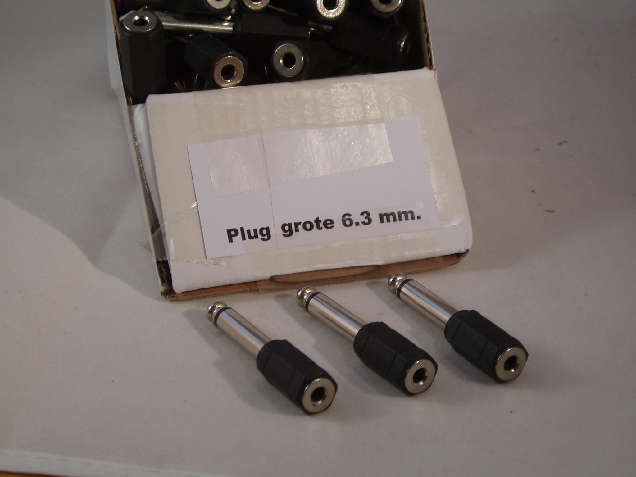 stekker 6.35 mm stereo naar 3.5 mm Jack verloop stekker 6.35 mm stereo naar 3.5 mm stereo contra.   Grote plug van 6.3 maar 3.5 mm
