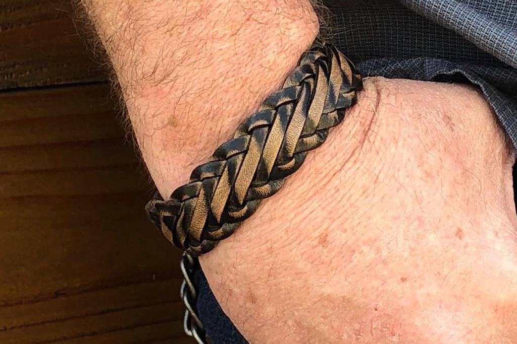 Josh Josh©  Sanded knot brown - black
