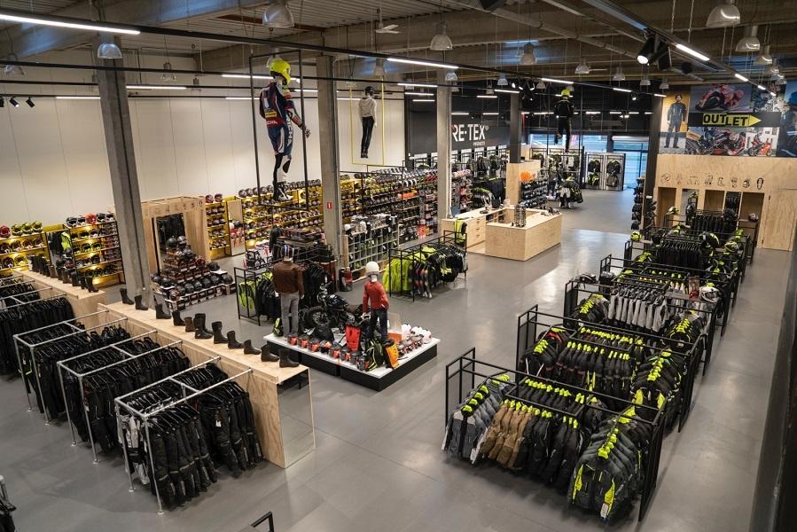 Nog een impressie van MKC Moto Antwerpen store afbeelding nummer 7