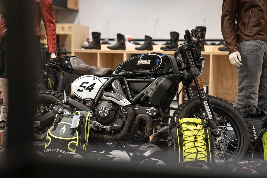 Nog een impressie van MKC Moto Antwerpen store afbeelding nummer 9
