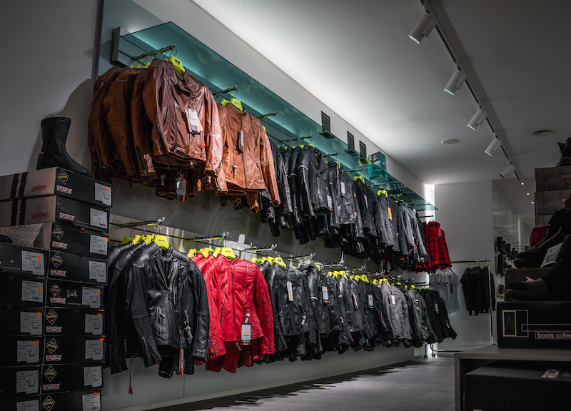 Another impression of Motorkledingcenter Oudenaarde store afbeelding nummer 4