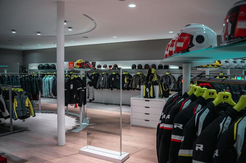 Another impression of Motorkledingcenter Oudenaarde store afbeelding nummer 3