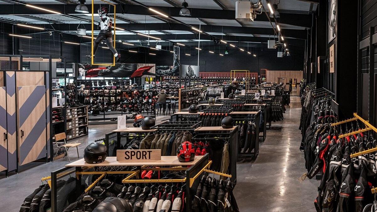 Nog een impressie van MKC Moto Lille store afbeelding nummer 4
