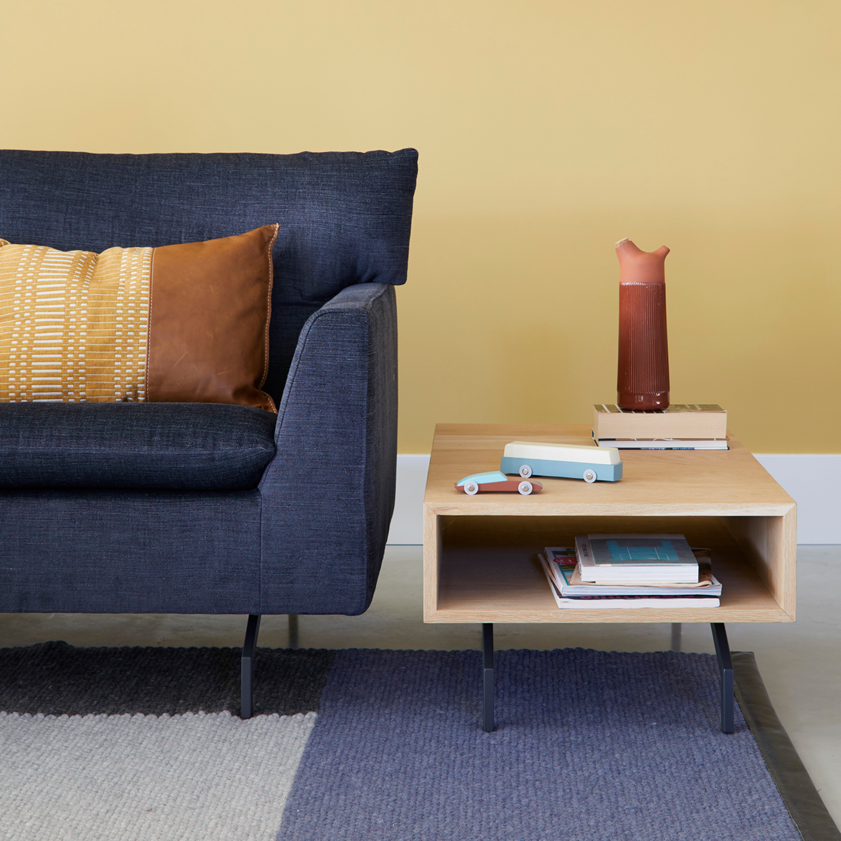 LABEL | Vandenberg Red Chain Carpet Blue