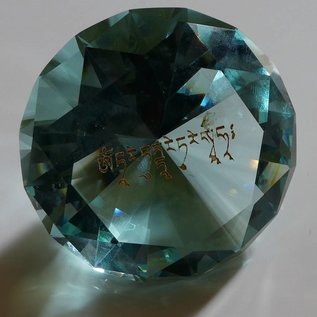 Kristall mit Mantra OM TARE TUTTARE TURE SOHA türkis d=60mm