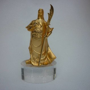 Goldener Guan Gong auf Glaspodest