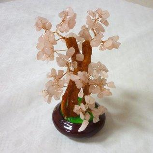 Baum mit Rosenquarzkristallen zur Verbreitung von Liebesenergie