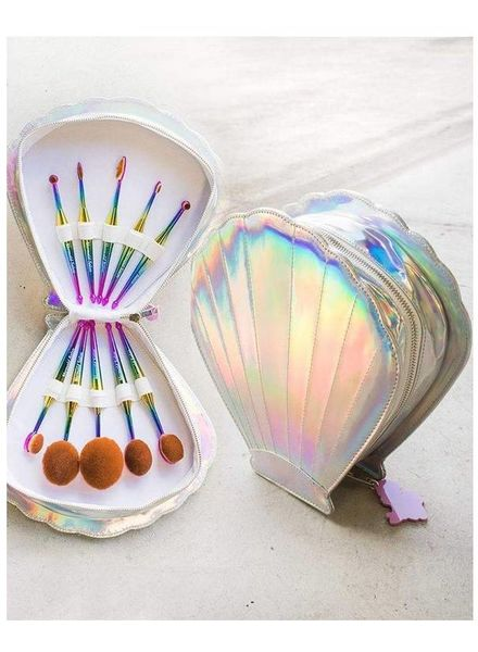 Mermaid Salon Mermaid Salon - Oval brush set in Clamshell case - Fantasea