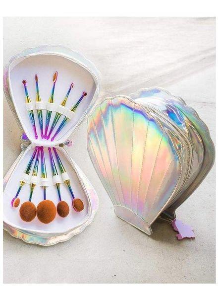 Mermaid Salon - Oval brush set in Clamshell case - Fantasea