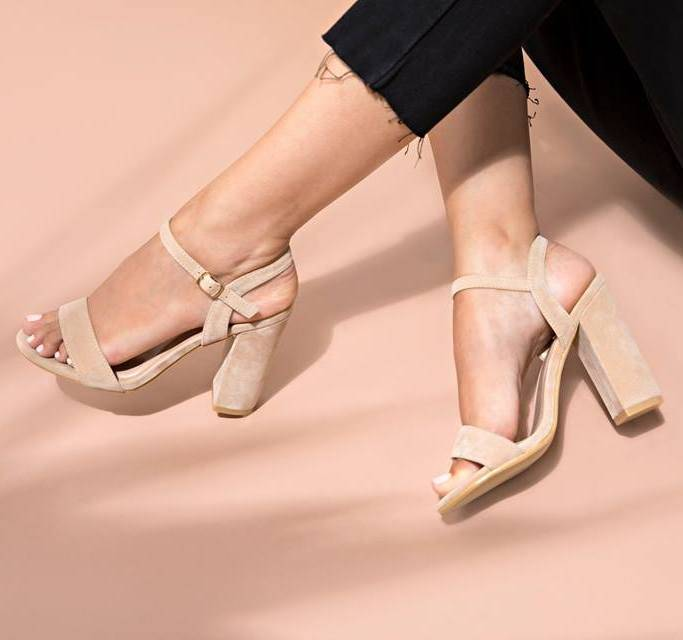 NUDE BEAUTY HEELS