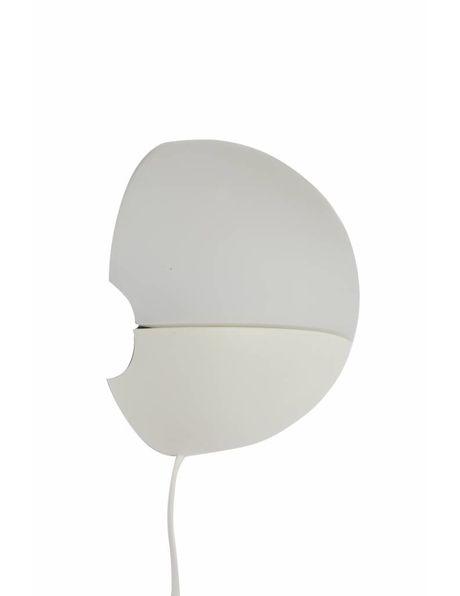 Wandlamp, wit en rond van vorm, ca. 1960