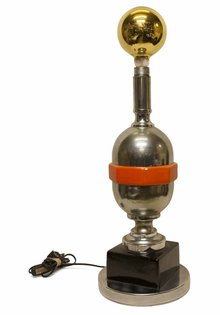 Futuristische tafel lamp: 'Glimmerd'