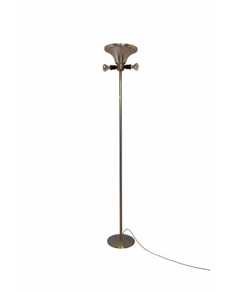 Oude vloerlamp geheel metaal, de lamp heeft 2 lichtpunten aan zijkant en 1 in de kap