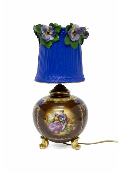 Table Lamp with Romantic Scene