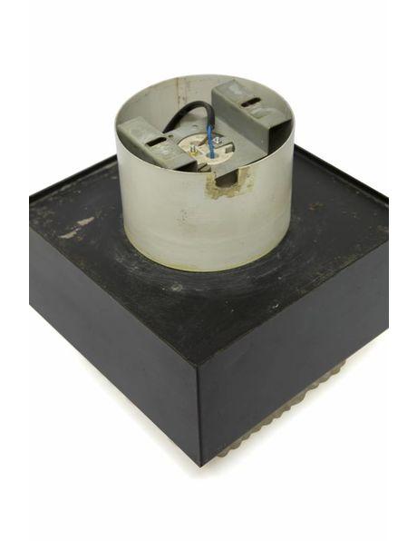 inbouw plafondlamp met een vierkanten metalen kap, ca. 1960