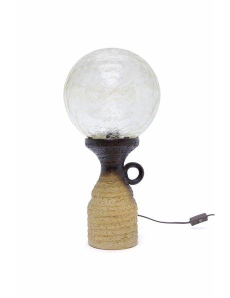 Tafellamp met keramiek armatuur en Doria Leuchten kap, ca. 1960