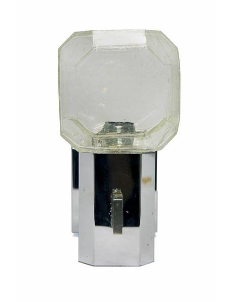 Wandlamp van zilverkleurig metaal met helder glazen kap, ca. 1960