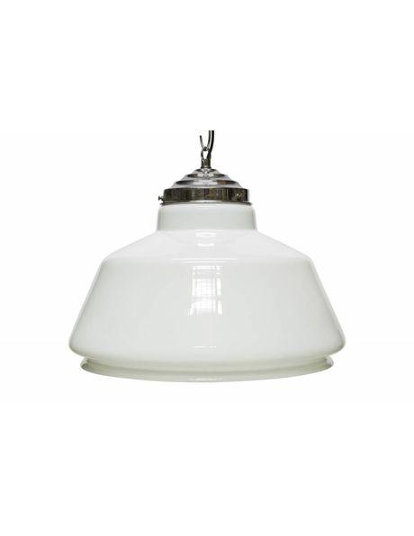 Glazen hanglamp, lampenkap van opaalglas aan chroom armatuur, ca. 1950