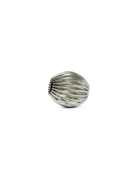 Grote kraal van zilverkleurig metaal