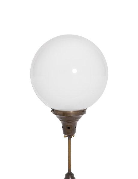 Vintage tafellamp, witte glazen bol op voet, ca. 1950