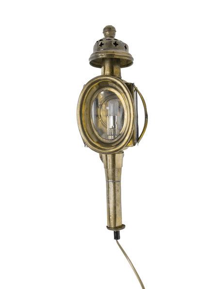 Wandlamp, lantaarn zoals vroeger aan koetsen