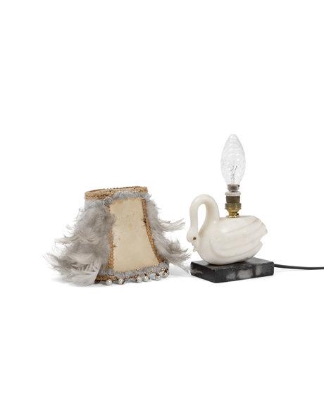 Kitsche tafellamp, zwaan met veren lampenkap, ca. 1940