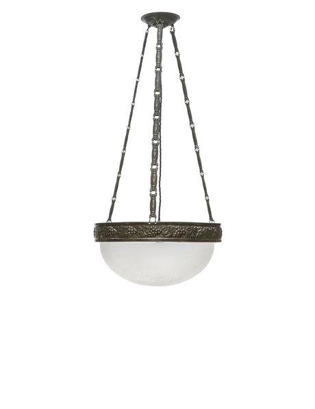 Glazen hanglamp, matglazen schaal aan bruine sierketting, ca. 1930