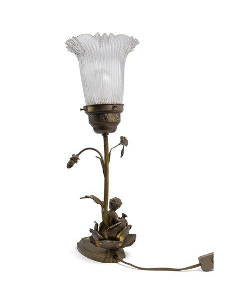 Brocante tafellamp met cherubijntje en glazen lampenkap